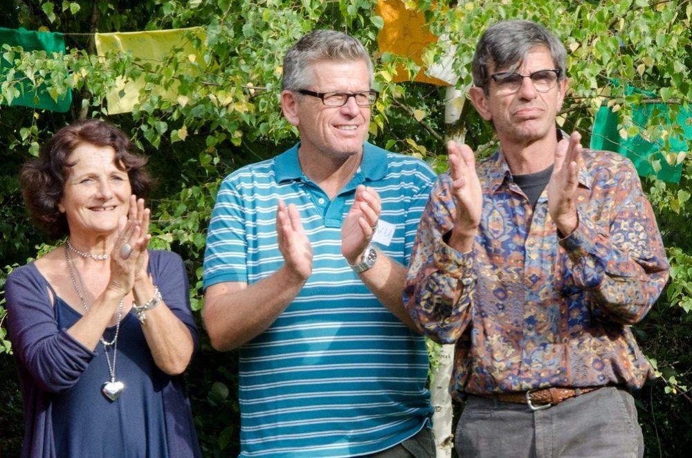 Brigitte Chavas, Manu Frieldi et Jacques Bardot applaudissant